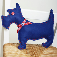 SEWING KIT FOR CHILDREN AND ADULTS: ROYAL BLUE FELT DOG KIT
