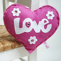 SEWING KIT FOR CHILDREN: PINK FELT LOVE HEART KIT