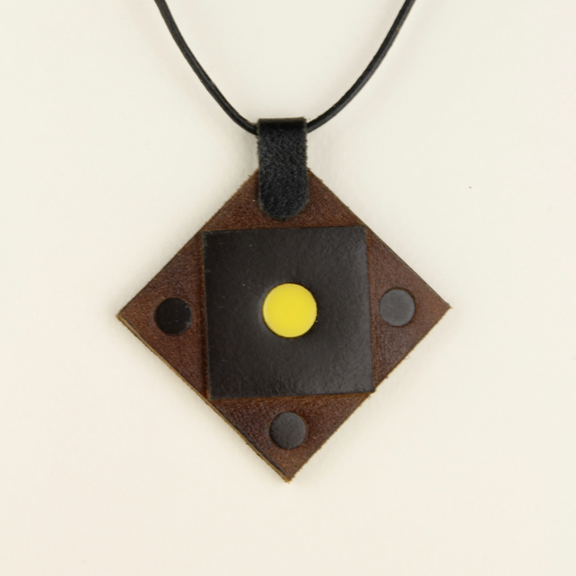 24 - DIAMOND SHAPED BROWN LEATHER PENDANT