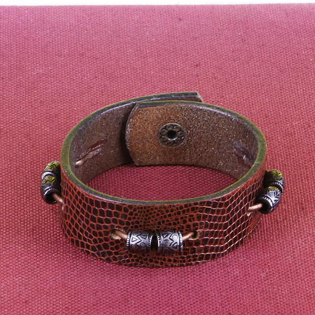 15 - BROWN LEATHER BRACELET WITH BEADS
