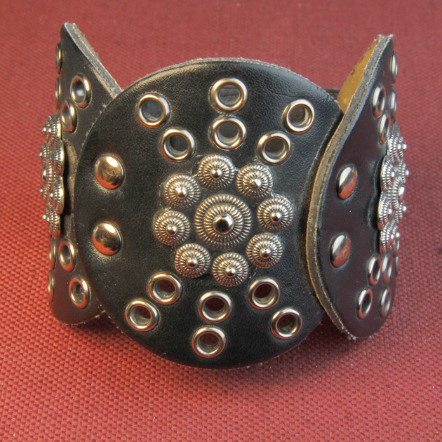 28 - DECORATIVE LEATHER BRACLET