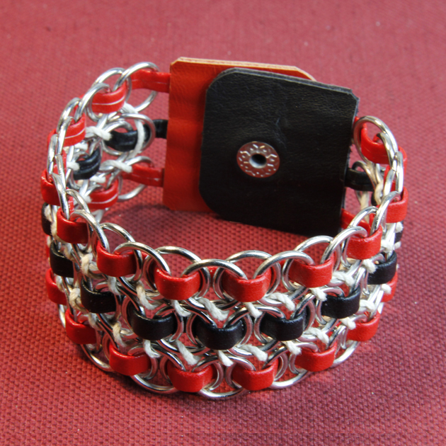 32 - A METAL AND LEATHER BRACELET
