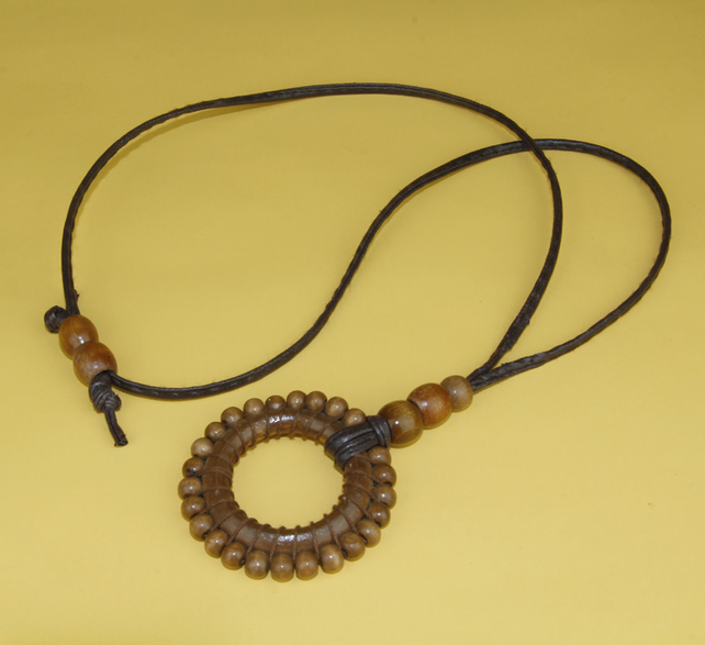 CIRCULAR WOODEN BEAD NECKLACE