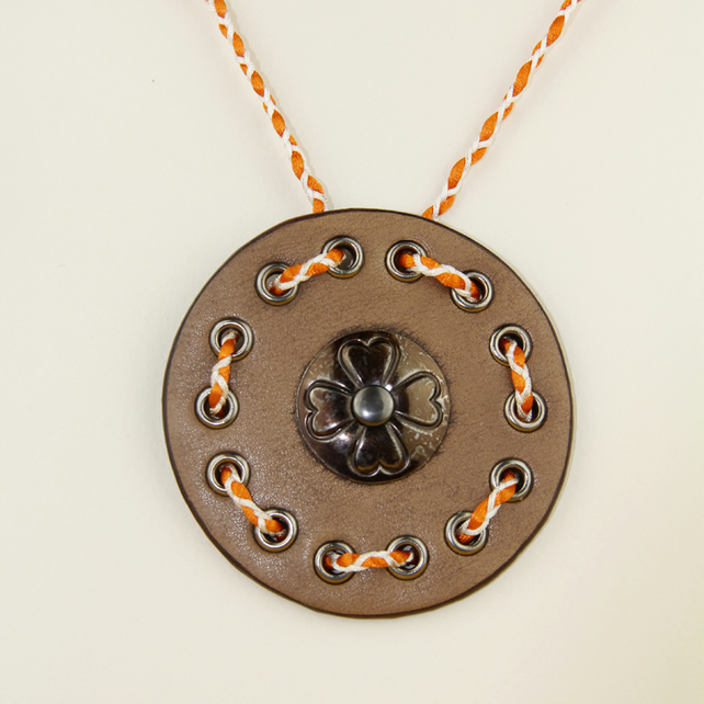 BROWN CIRCULAR LEATHER PENDANT