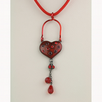 W004 RED HEART AND PARACORD NECKLACE