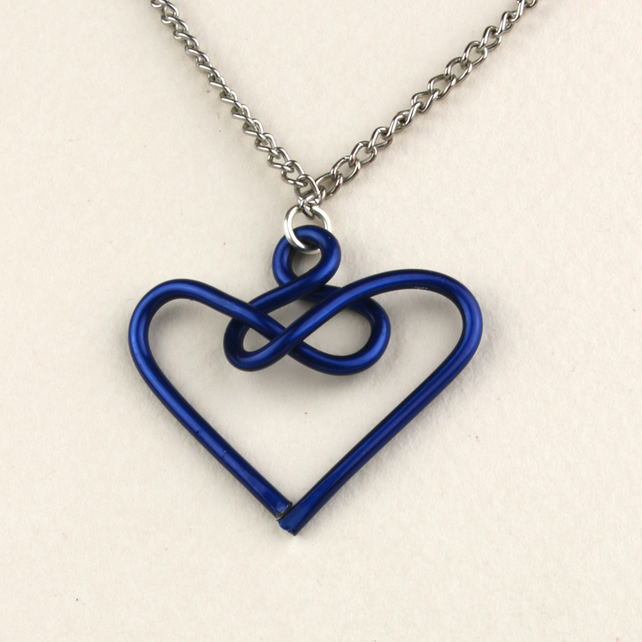 W006 BLUE WIRE HEART NECKLACE