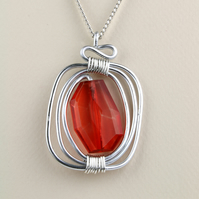 W013 RED ACRYLIC WIRE WRAPPED NECKLACE