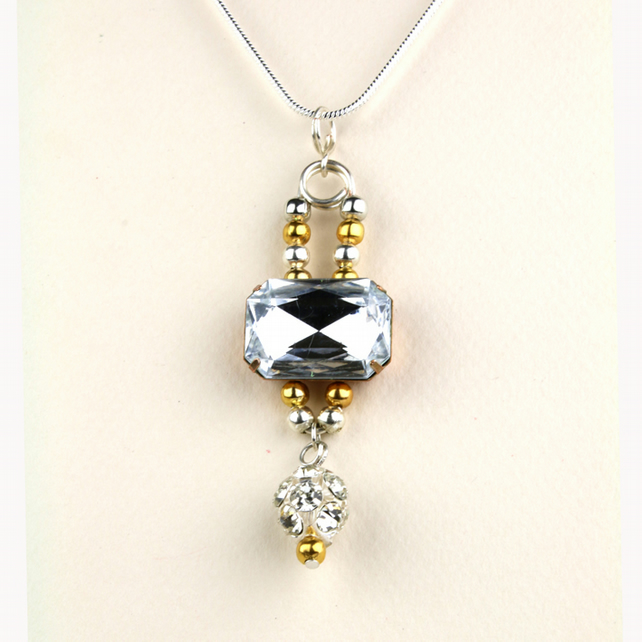 W009 LARGE FACETED GLASS NECKLACE