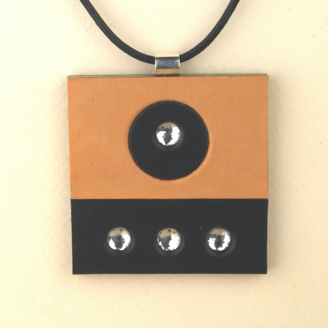S002 SQUARE LEATHER PENDANT
