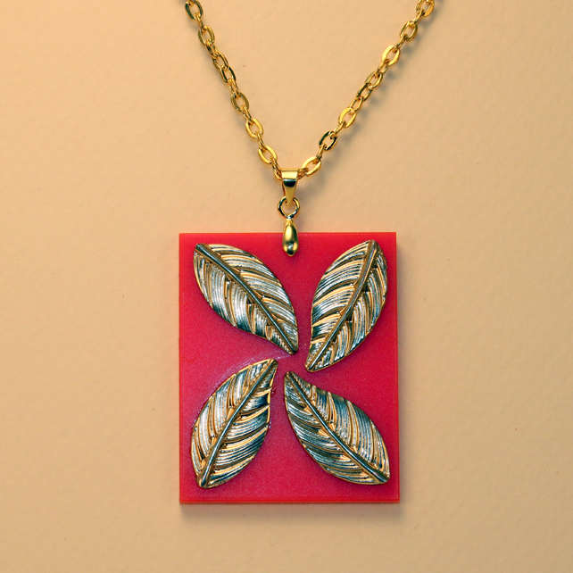 OBLONG ACRYLIC LEAF PENDANT RED