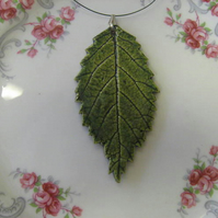 Ceramic leaf pendant
