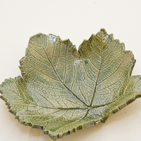 Ceramic leaf bowl