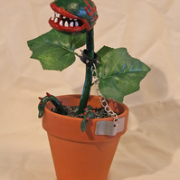 Killer Plant - Open Mouthed & Chained (Green)