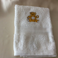 Babies towel embroidered with a sweet teddy