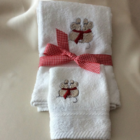 Babies embroidered white soft towel and flannel set with mice