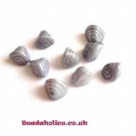 20 x Silver grey Clam beads