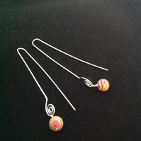 Long arc earrings with multicolour beads