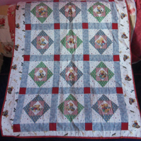 Teddies in a square baby quilt