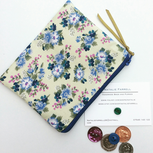 SALE Vintage Floral Print Coin Purse
