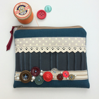 SALE Vintage Button Coin Purse