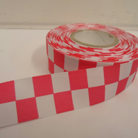 1 roll of 25mm Woven Ribbon x 20 metres, bright Pink & White, Square block
