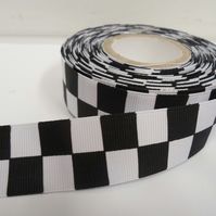 1 roll of 25mm Woven Ribbon x 20 metres, Black & White, Square block