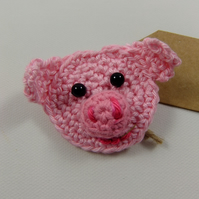 'Hello Gorgeous!' Crochet Piggy Brooch