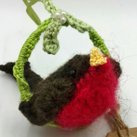Crochet Robin with Mistletoe