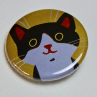 LITTLE BLACK AND WHITE CAT ON YELLOW BADGE-FREE POSTAGE