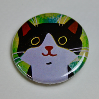 LITTLE BLACK AND WHITE CAT ON GREEN BADGE-POSTAGE FREE
