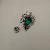 Green Stone Lapel Pin. Vintage Style Pin.