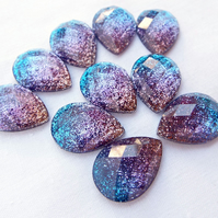 Pack of 10 Faceted Resin Teardrop Glitter Cabochons