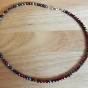 Multi-colour pearl necklace