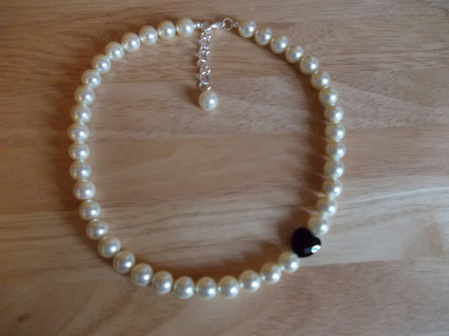Cream shell pearl asymetric necklace