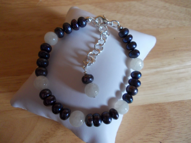Dark blue pearl and moonstone bracelet