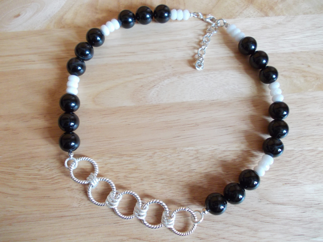 Black agate and white quartzite necklace with chain detailing