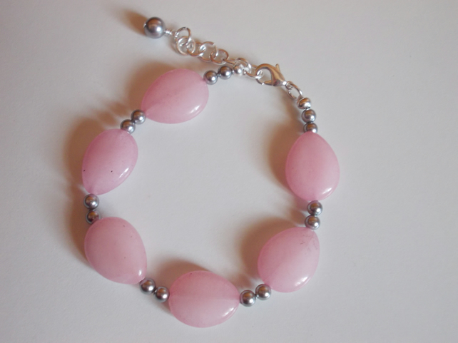 Pink quartzite pear and silver shell pearl bracelet