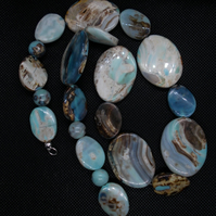 Statement agate necklace