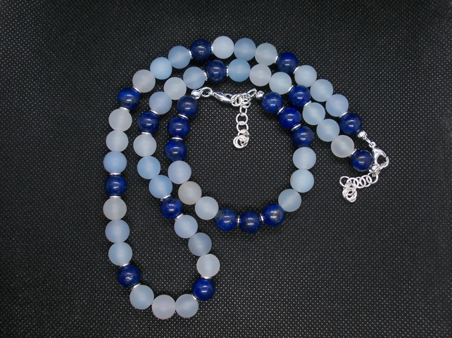 Frosted agate and Lapis Lazuli set