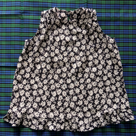 Girl's Sleeveless Top in Navy with White Daisies Age Approx. 4-5 Years