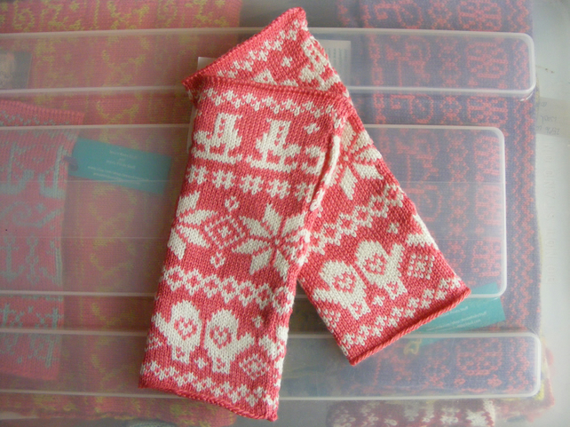 Sale! Fairisle Ice Skater Wristwarmers - pink and cream