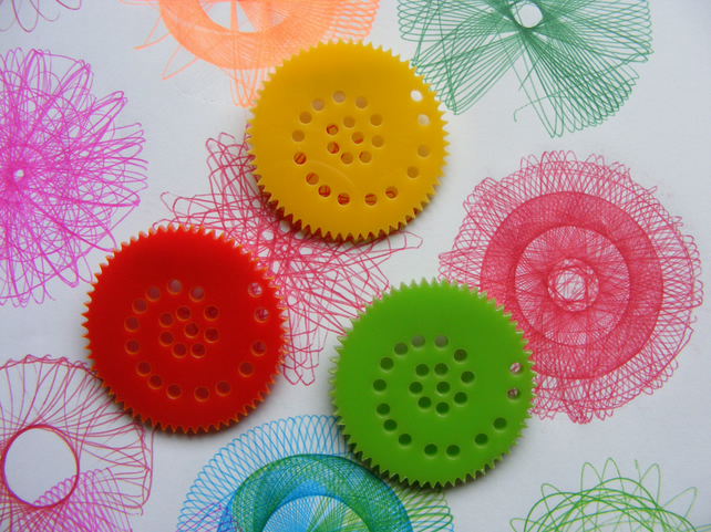 Colourful Circular Drawing set brooch, inspired by Spirograph