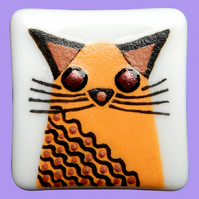 HANDMADE FUSED DICHROIC GLASS 'CRAZY CAT' BROOCH.