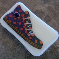 HANDMADE FUSED DICHROIC GLASS 'BLUE HIGHTOPS' BROOCH.