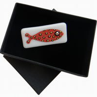 HANDMADE FUSED DICHROIC GLASS 'FAT RED FISH' BROOCH.