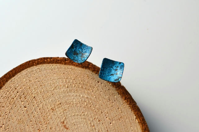 Patinated copper curved square stud earrings