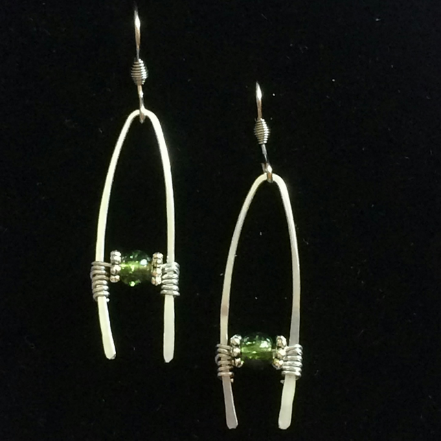 jce005 EARRINGS, silver hammered aluminium with green beads