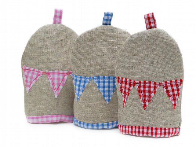 Linen and gingham bunting egg cosy