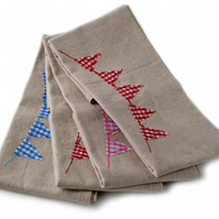 Linen napkins with appliqued bunting design
