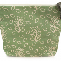 Green leaves large pouch